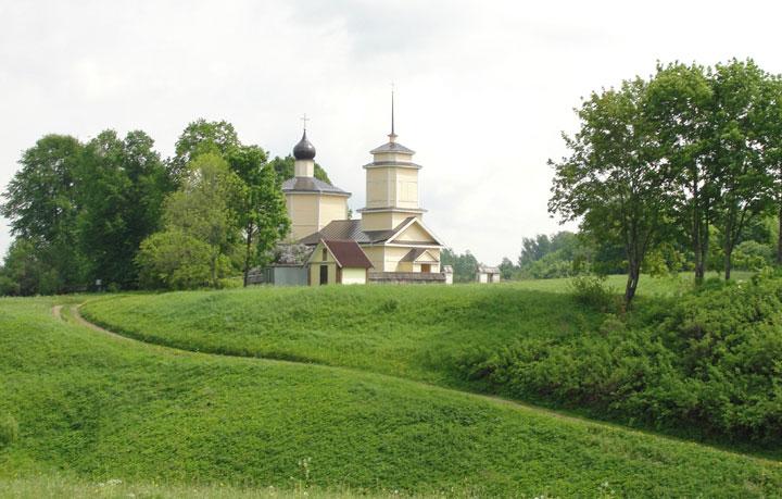Церковь святого георгия на городище воронич в пушкинских горах